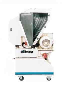 An exclusive side-entry hopper door and wide access cutting chamber make cleanout fast and easy on the AEC/Nelmor Marathon granulator.