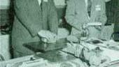 BOOTH DUTYBar sMATERIALS TESTING BEFORETHERE WERESTANDARDSA dramatic demonstration of the strength of newnylon film.(Jan. 1956)ealers, sealing plates and otherequipmentfor filmpackaging were demonstratedat the 2ndannual Canadian NationalPackagingExposition heldin Toronto(Nov. 1953)