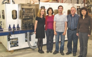 Werner Amsler (second from right), staff and blow molding machine on the shop floor.