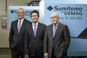 CEO Dr. Tetsuya Okamura (center), with Sumitomo (SHI) Demag's new CEO Gerd Liebig (left) and CTO Andreas Schramm (right).